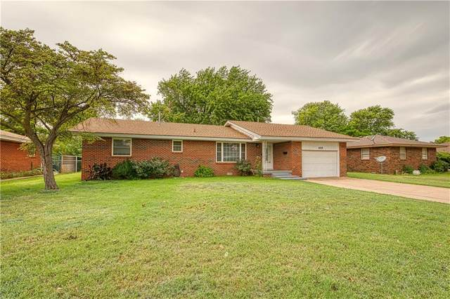 1015 N Krest Drive, Weatherford, OK 73096 (MLS #924929) :: Homestead & Co