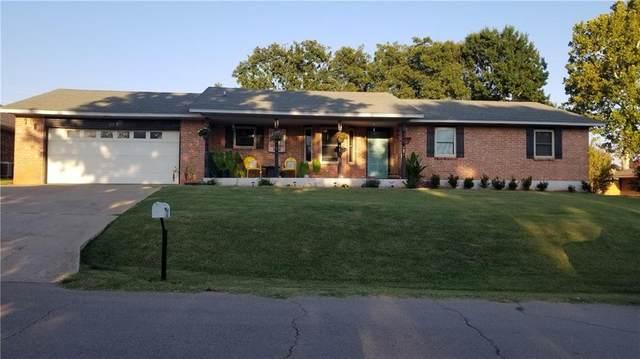 312 N Jefferson Avenue, Blanchard, OK 73010 (MLS #925740) :: Homestead & Co