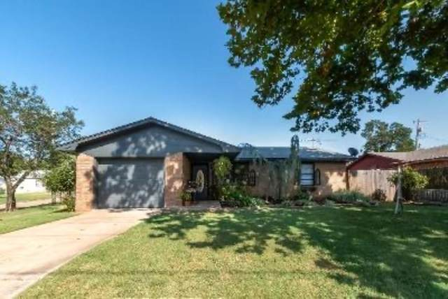 1004 S Iowa Street, Chandler, OK 74834 (MLS #926618) :: Homestead & Co