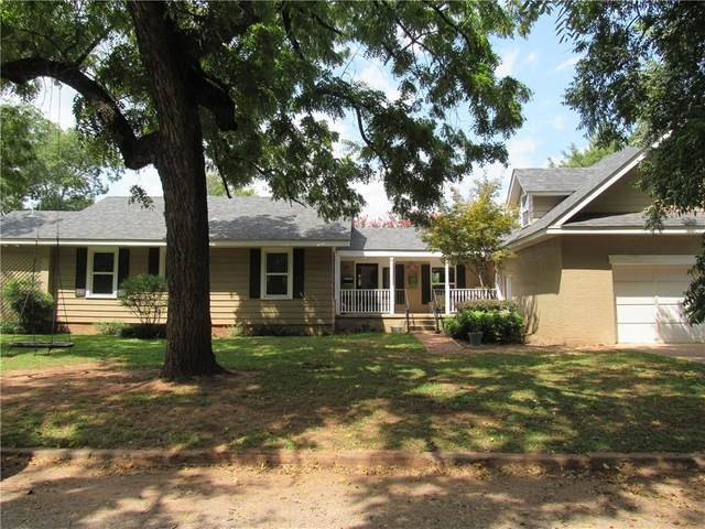 700 N Walnut Street, Pauls Valley, OK 73075 (MLS #927587) :: Erhardt Group at Keller Williams Mulinix OKC