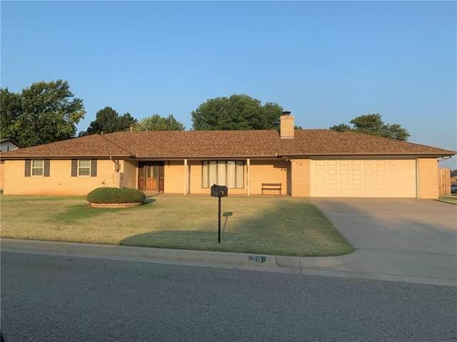 20 Redbud Way, Clinton, OK 73601 (MLS #927738) :: Homestead & Co
