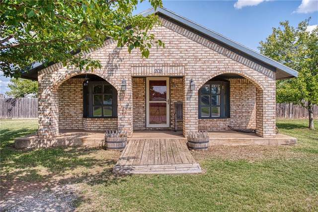 208 W 6TH Street, Duke, OK 73532 (MLS #927884) :: Homestead & Co