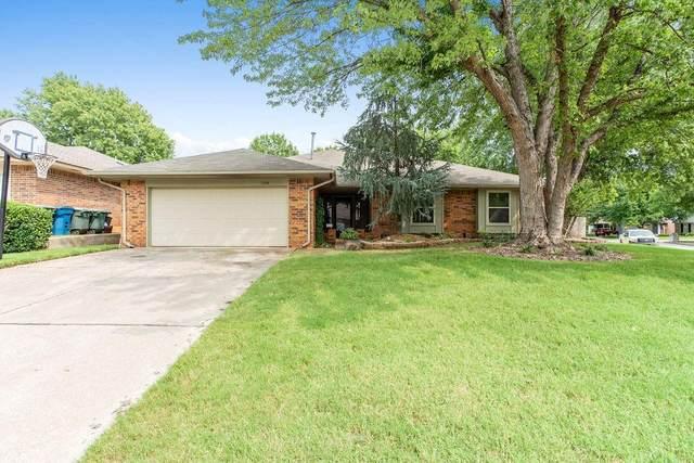 1704 Green Leaf Circle, Edmond, OK 73013 (MLS #927998) :: Homestead & Co