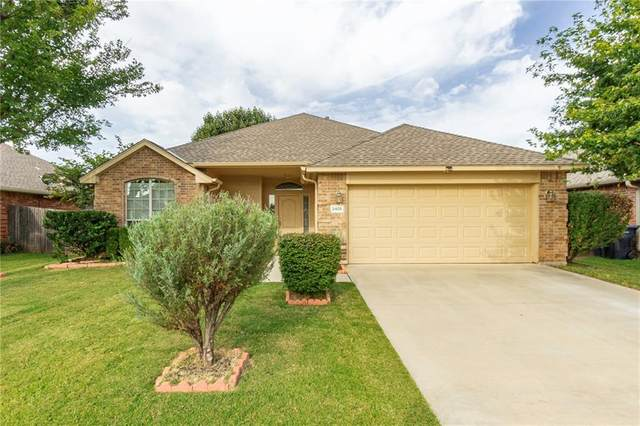 2405 Vintage Park Lane, Yukon, OK 73099 (MLS #928223) :: Erhardt Group at Keller Williams Mulinix OKC