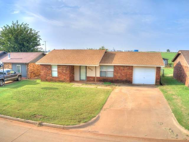 905 W Kings Drive, Kingfisher, OK 73750 (MLS #928277) :: Homestead & Co