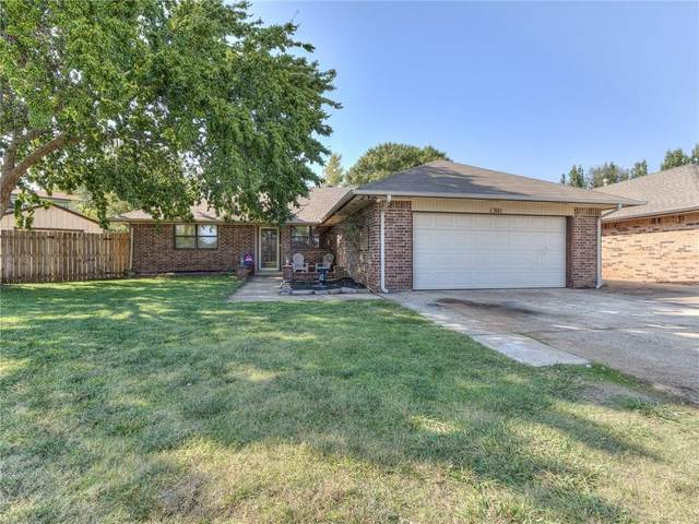 1301 SE 3rd Street, Moore, OK 73160 (MLS #928436) :: Keri Gray Homes