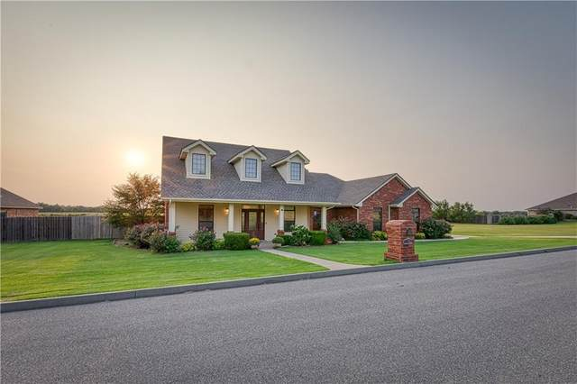 118 Riverview Drive, Clinton, OK 73601 (MLS #928711) :: Homestead & Co
