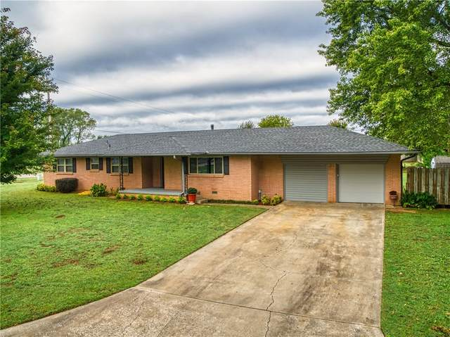 102 E Larry Road, Shawnee, OK 74804 (MLS #929449) :: Homestead & Co