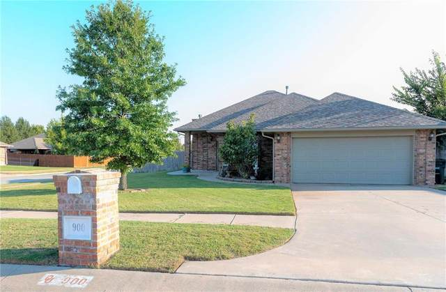 900 SW 39 Street, Moore, OK 73160 (MLS #929620) :: Keri Gray Homes
