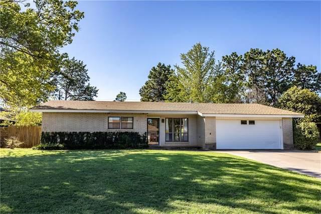 1422 E Pine Avenue, Weatherford, OK 73096 (MLS #929654) :: Homestead & Co