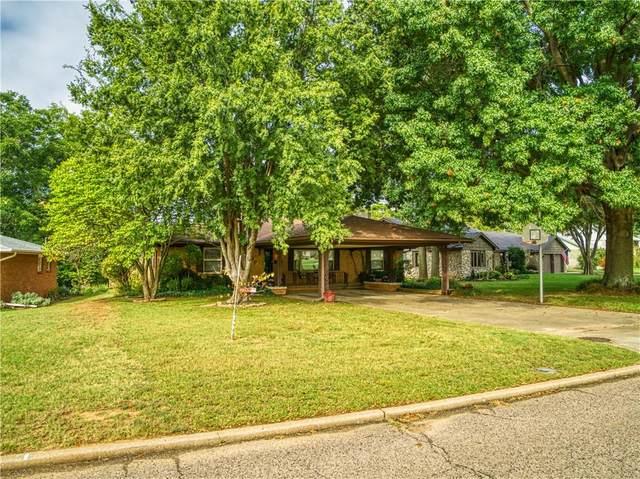 1620 N Oklahoma Street, Shawnee, OK 74804 (MLS #929695) :: Homestead & Co