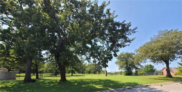 6100 Blue Hills Court, Norman, OK 73026 (MLS #929784) :: Homestead & Co