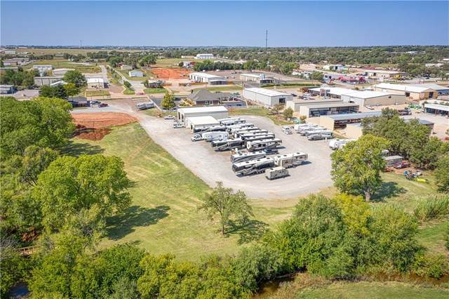 1512 S Main Street, Elk City, OK 73644 (MLS #929843) :: Erhardt Group at Keller Williams Mulinix OKC