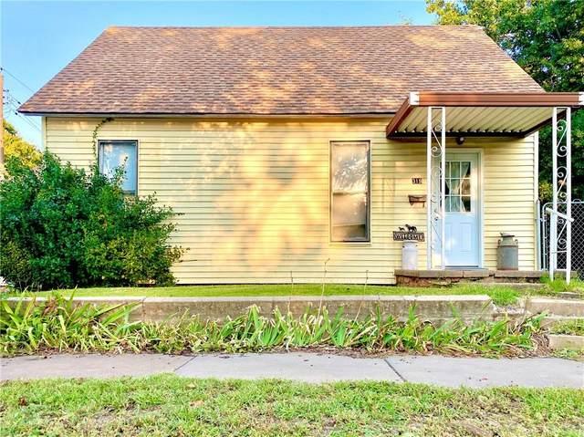 319 S 9th Street, Chickasha, OK 73018 (MLS #930424) :: Homestead & Co