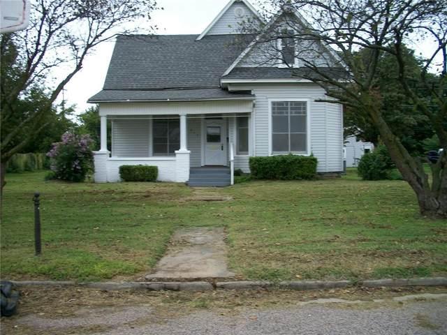 218 N Park Avenue, Shawnee, OK 74801 (MLS #931946) :: Homestead & Co