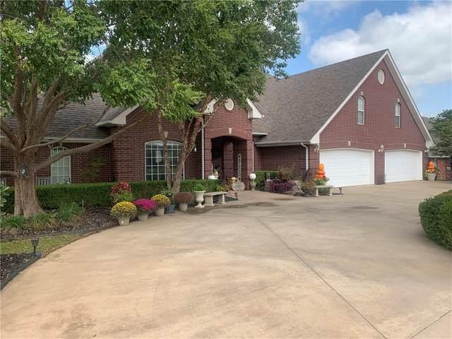 2210 Lakewood Drive, Chickasha, OK 73018 (MLS #932471) :: Homestead & Co