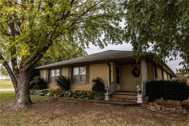 328 N Arapaho Avenue, Hydro, OK 73048 (MLS #932675) :: The UB Home Team at Whittington Realty