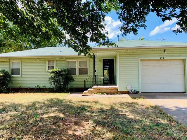 1926 S 7th Street, Chickasha, OK 73018 (MLS #932925) :: Homestead & Co