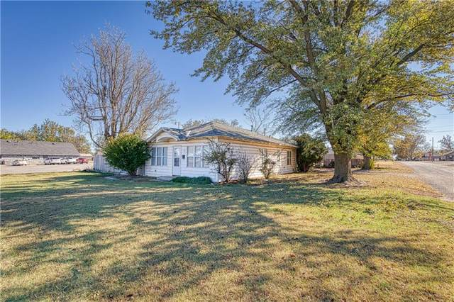 1122 W Broadway Avenue, Elk City, OK 73644 (MLS #933093) :: Homestead & Co