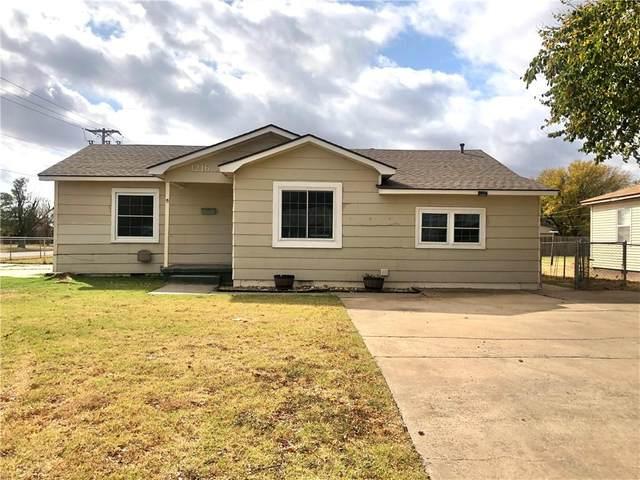 1216 E Chestnut Street, Altus, OK 73521 (MLS #933109) :: Homestead & Co