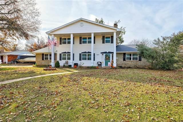 3217 Fairway Drive, Moore, OK 73160 (MLS #933936) :: Homestead & Co