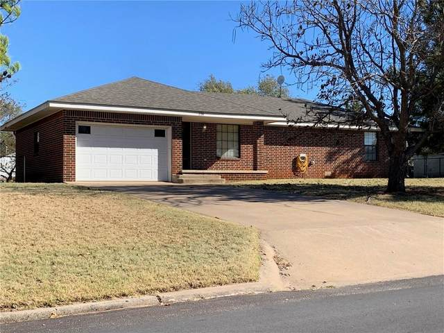 220 N Caddo Street, Weatherford, OK 73096 (MLS #934069) :: Your H.O.M.E. Team