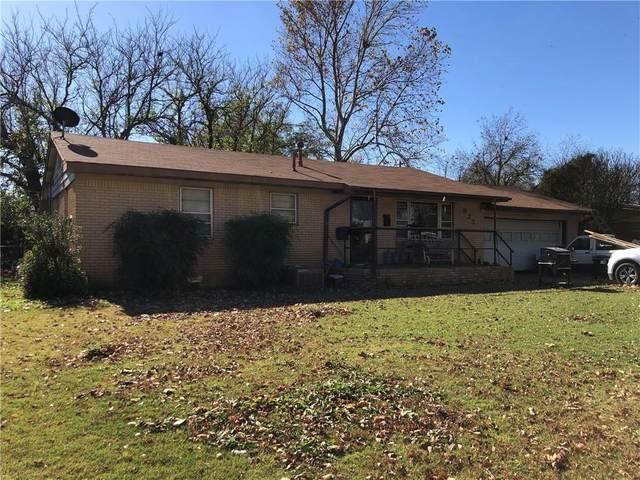 923 W Chickasaw Street, Lindsay, OK 73052 (MLS #935945) :: The UB Home Team at Whittington Realty