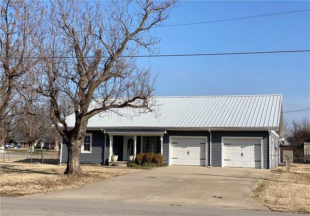 1016 N 2nd Street, Marlow, OK 73055 (MLS #936403) :: Homestead & Co