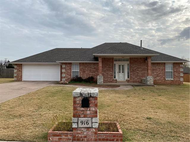 916 Woodbrook Boulevard, Purcell, OK 73080 (MLS #936420) :: Homestead & Co