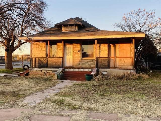301 E Broadway Street, Anadarko, OK 73005 (MLS #937201) :: The UB Home Team at Whittington Realty