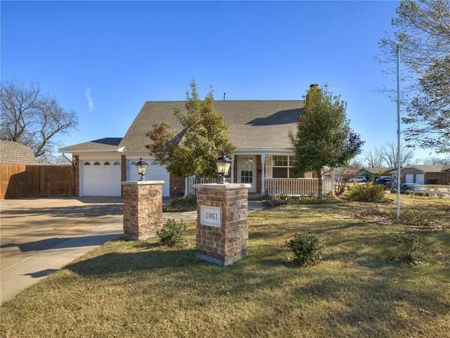 1061 SW 1st Street, Moore, OK 73160 (MLS #937336) :: Homestead & Co