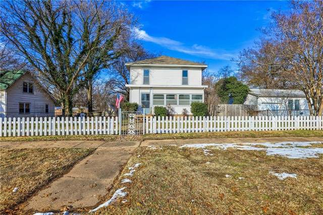 311 E Jefferson Street, Tecumseh, OK 74873 (MLS #938657) :: Homestead & Co