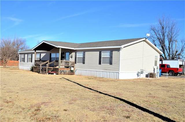 609 W 8th Street, Cordell, OK 73632 (MLS #939097) :: The UB Home Team at Whittington Realty