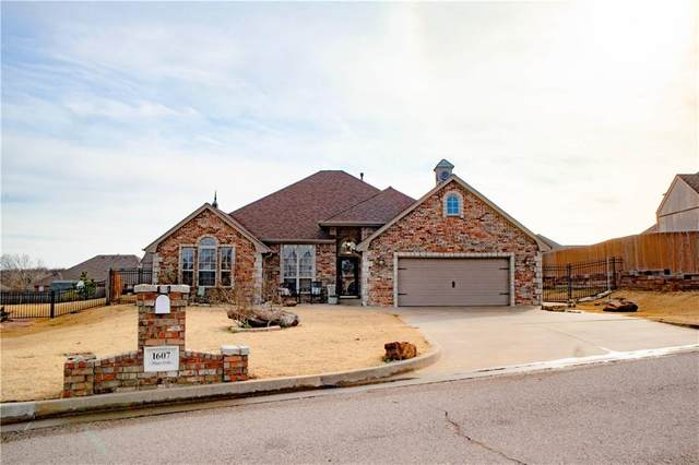 1607 Happy Valley, Shawnee, OK 74804 (MLS #940918) :: Homestead & Co