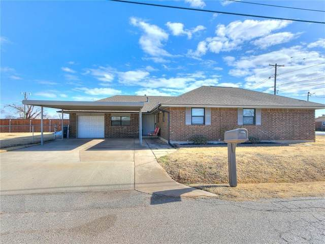 2900 Woodlawn Drive, Moore, OK 73160 (MLS #941158) :: Homestead & Co