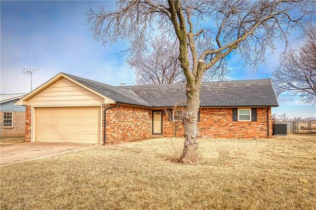 105 Maple Street, Elk City, OK 73644 (MLS #941160) :: KG Realty