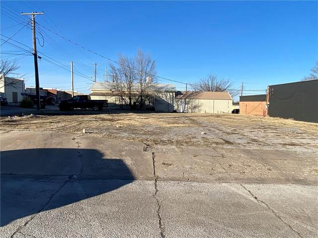 E Washington, Tecumseh, OK 74873 (MLS #941217) :: Homestead & Co