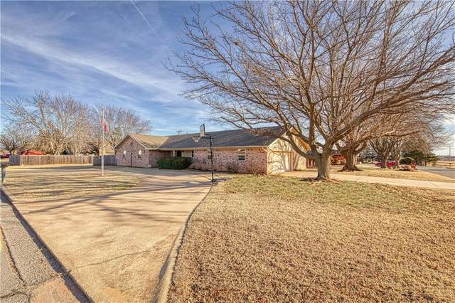 520 Kimberly Drive, Elk City, OK 73644 (MLS #941515) :: Homestead & Co