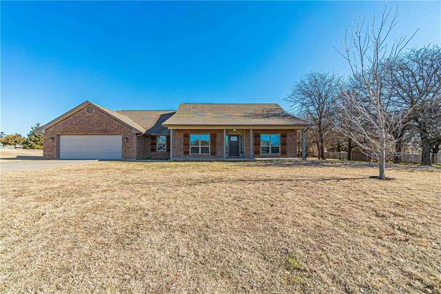 1823 Hunt Club Circle, Blanchard, OK 73010 (MLS #942328) :: Homestead & Co