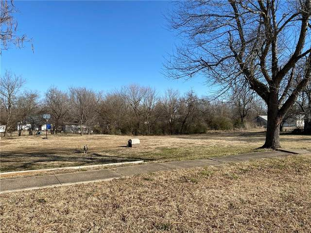 W Okemah Highway, Okemah, OK 74859 (MLS #944011) :: Erhardt Group at Keller Williams Mulinix OKC