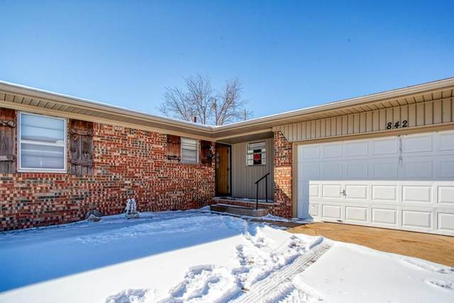 842 Mimosa Drive, Watonga, OK 73772 (MLS #945639) :: Erhardt Group at Keller Williams Mulinix OKC