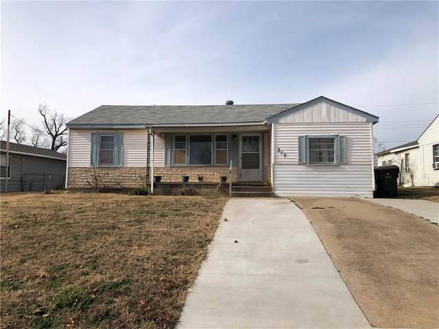 217 N 17th Street, Chickasha, OK 73018 (MLS #945747) :: KG Realty