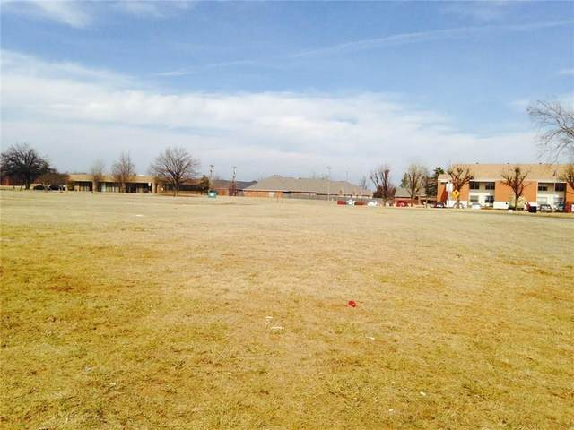 345 N Trade Center Terrace, Mustang, OK 73064 (MLS #945873) :: The UB Home Team at Whittington Realty