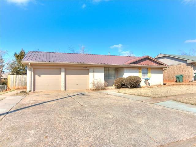 925 Crown Drive, Edmond, OK 73034 (MLS #947179) :: Homestead & Co