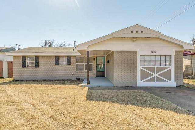 1308 S Locust Drive, Midwest City, OK 73110 (MLS #947856) :: The UB Home Team at Whittington Realty