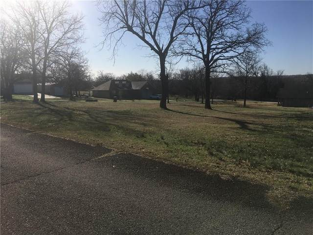 E Corner Of Mohawk Drive And Sequoyah Drive Drive, Eufaula, OK 74432 (MLS #948967) :: Erhardt Group at Keller Williams Mulinix OKC