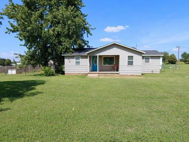 1503 E 3rd Street, Elk City, OK 73644 (MLS #951156) :: Homestead & Co