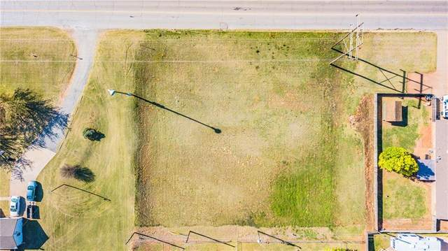 Country Club Road, Chickasha, OK 73018 (MLS #952708) :: Homestead & Co