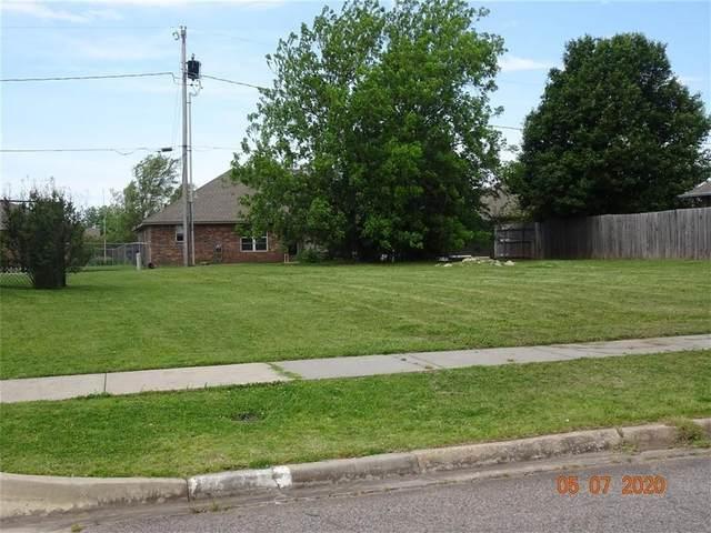 1608 Tudor Drive, Moore, OK 73160 (MLS #953423) :: Keller Williams Realty Elite