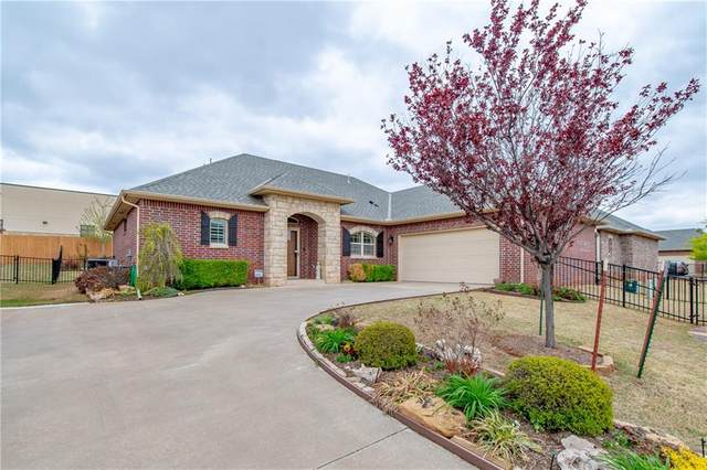 10304 Hawthorn Drive, Oklahoma City, OK 73120 (MLS #954141) :: Homestead & Co